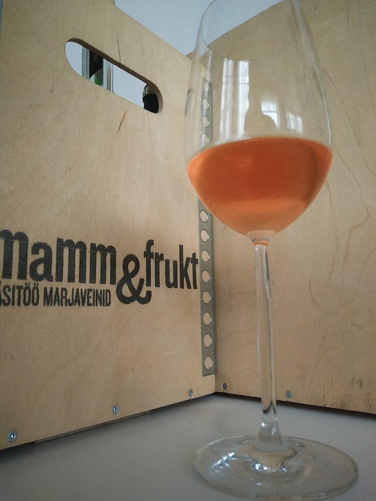 Mamm&Frukt käsitöövein Eesti vein maasikavein ebaküdooniaga_Family Reserve