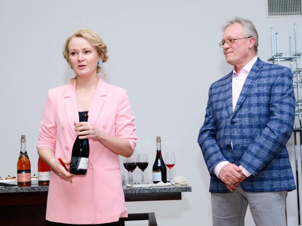 Mamm&Frukt veinimaja Eesti käsitööveinid Pärnu Veiniklubi linnavalitsus veinimeister Toomas Vaidla ja Helen Huberg