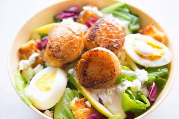 Oliver-karusmarja-vahuvein-mereanni salatid-munaga-eesti-veini-ja-toidu-sobitamine